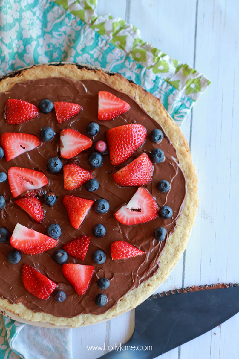 Grillled-Fruit-Berry-Pizza