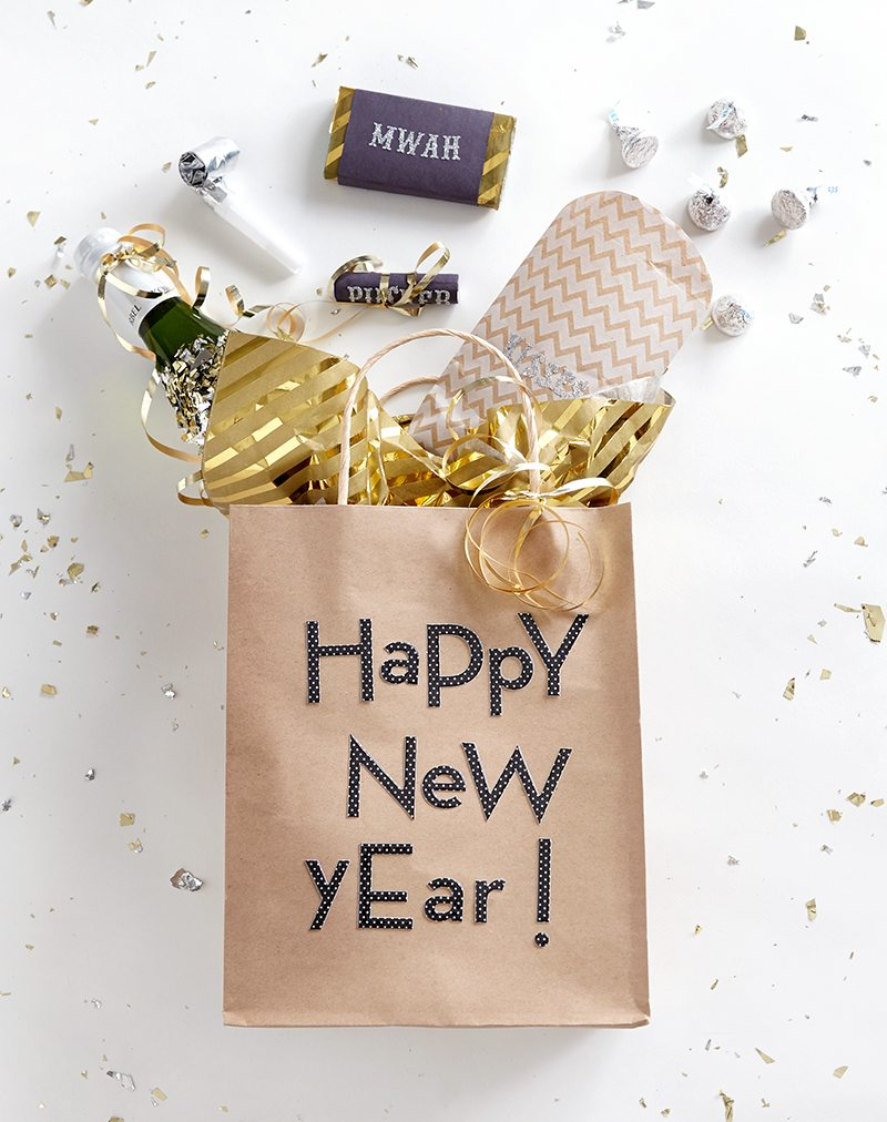 Diy new year 39 s eve party favors shari 39 s berries blog for Bag decoration ideas