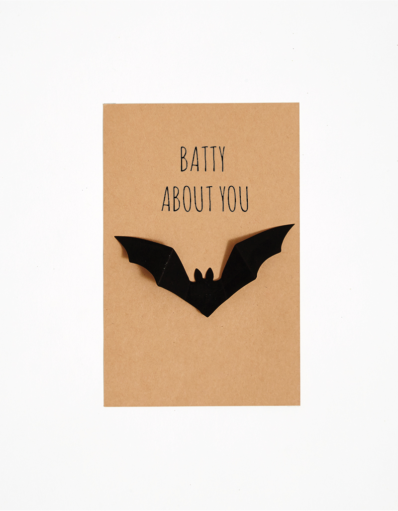 DIY: Hilarious Bat Halloween Card