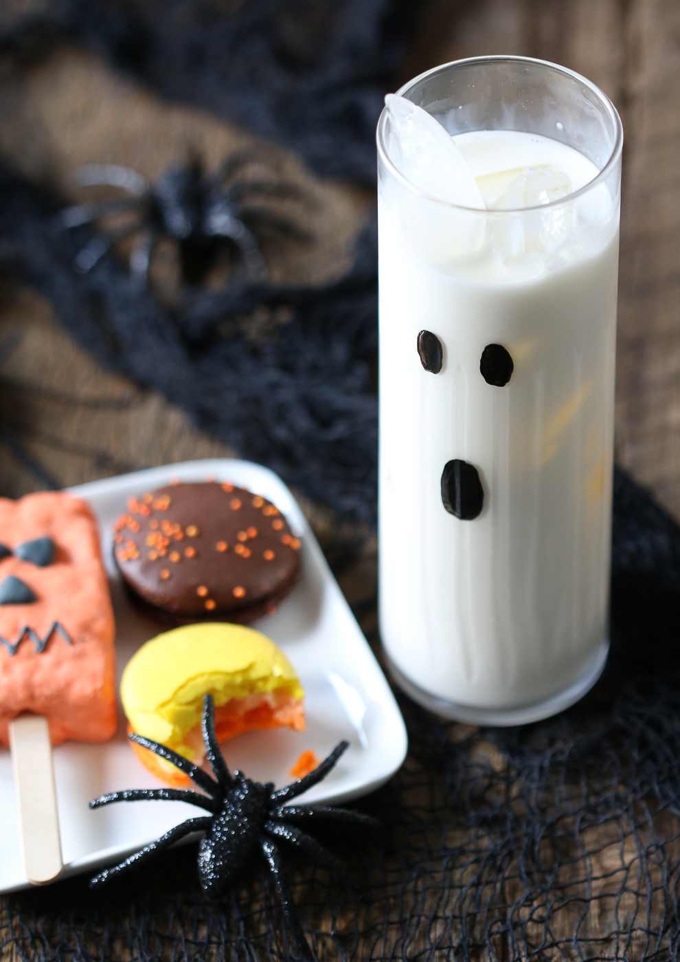 Halloween highball cocktail, macarons and brownie pop
