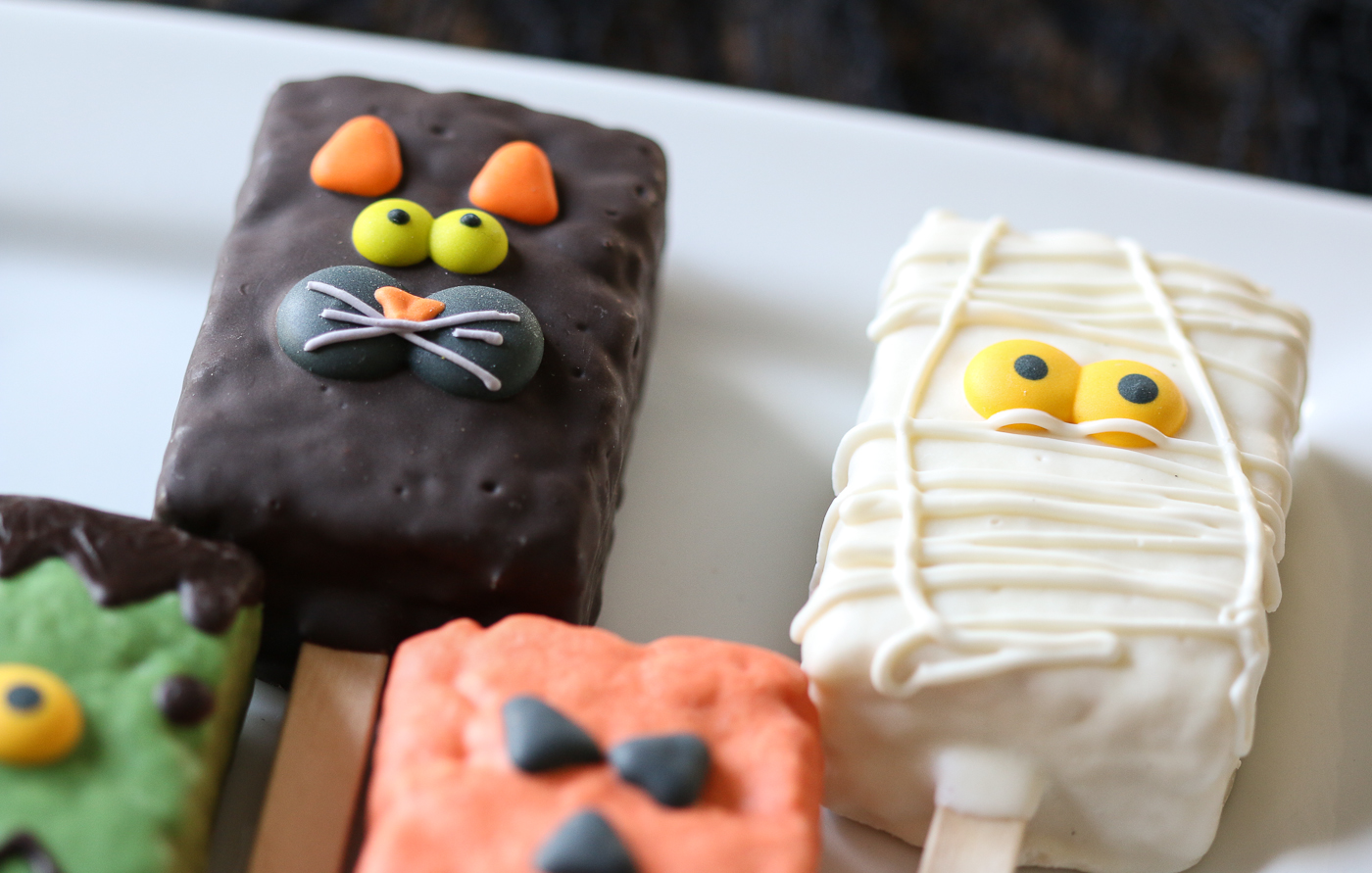 ghost and cat Halloween brownie pops 2