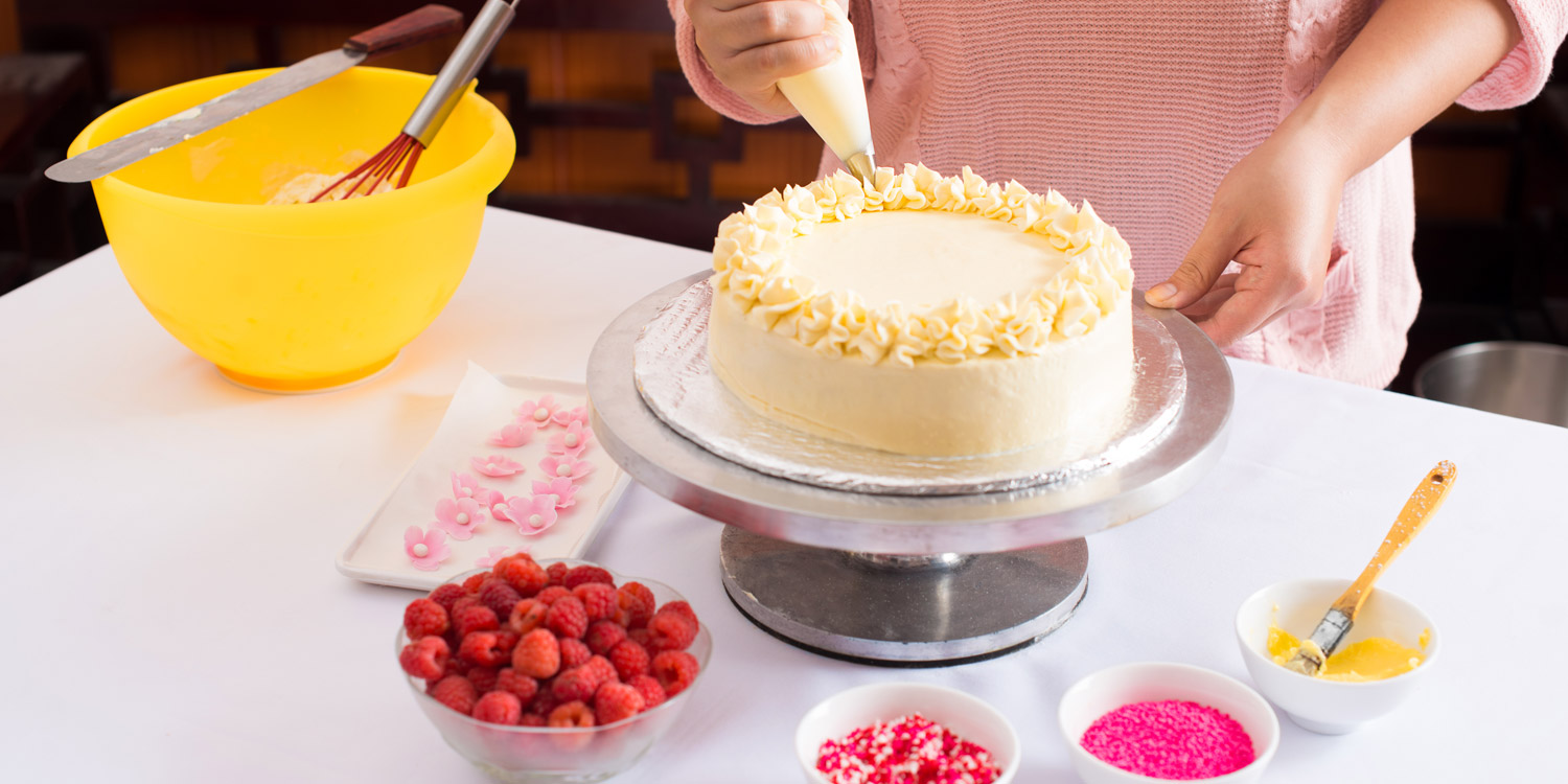 Decorating Cakes a beginner's guide to cake decorating - shari's berries blog