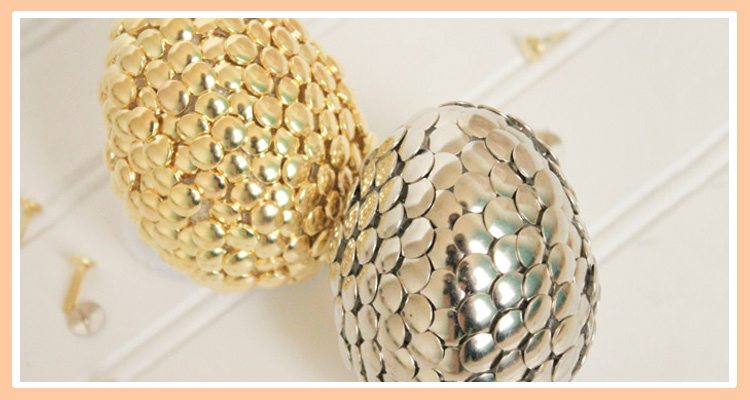 easter-eggs-thumbtacks