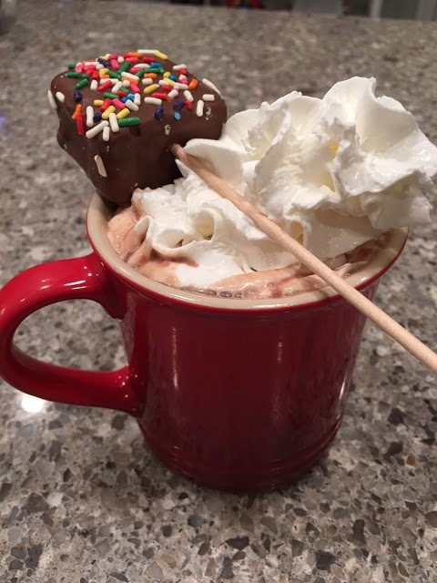 hot cocoa chocolate covered marshmallow pop