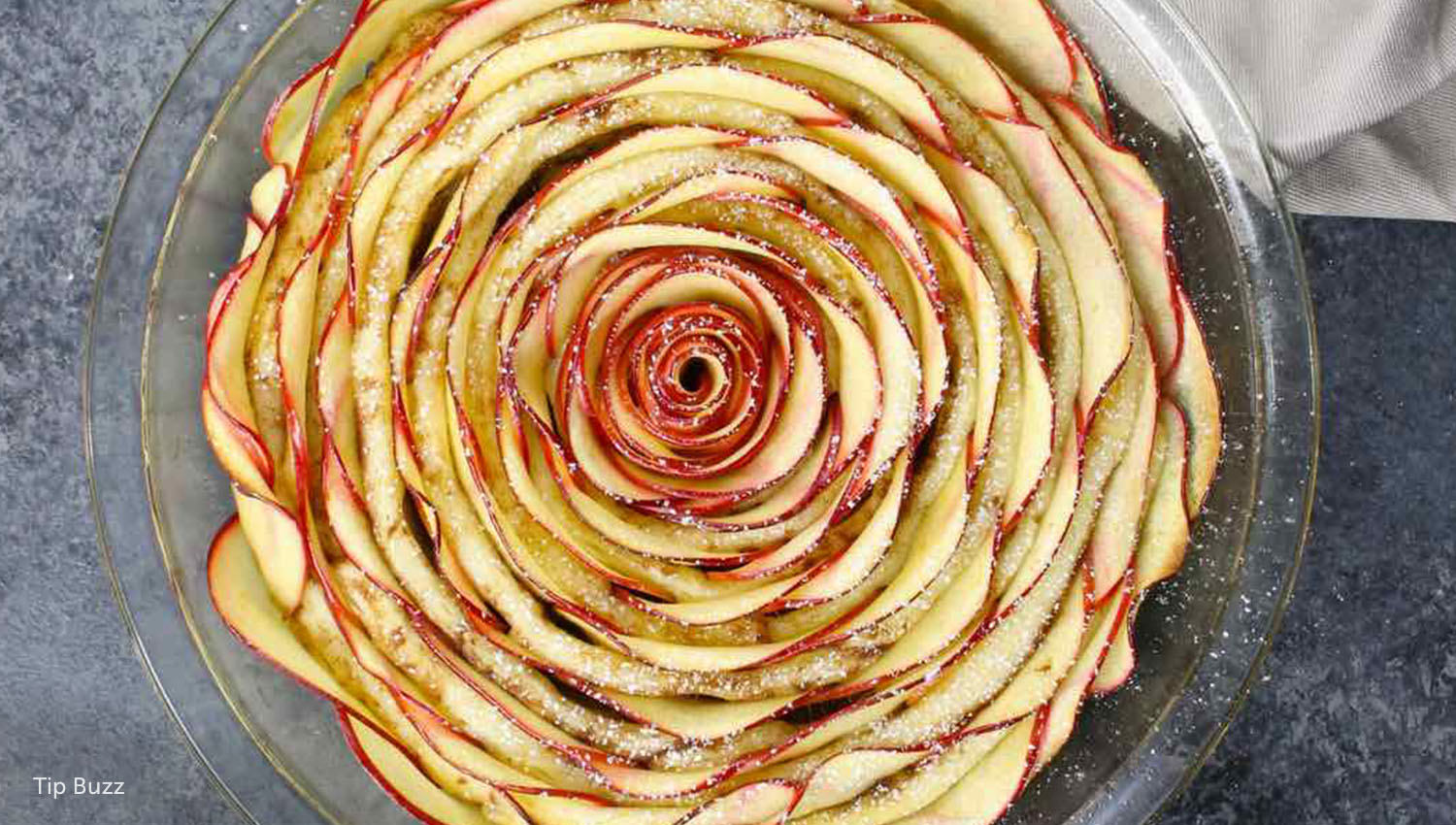 sb-50-thanksgiving-easy-cinnamon-roll-apple-rose-tart