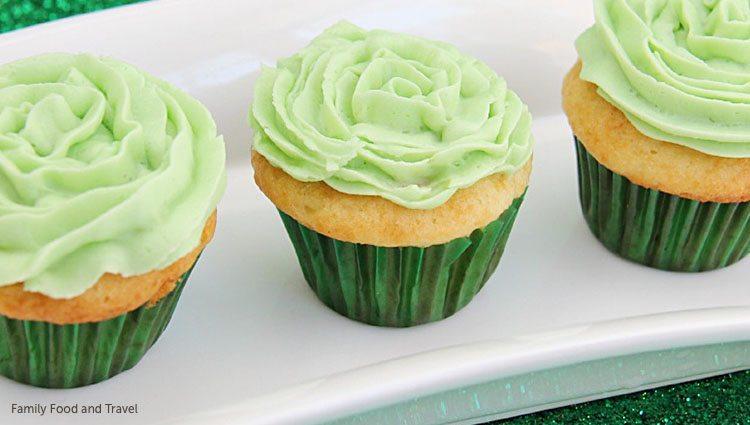 sb-green-desserts-mini-st-patrics-cupcakes-kerrie